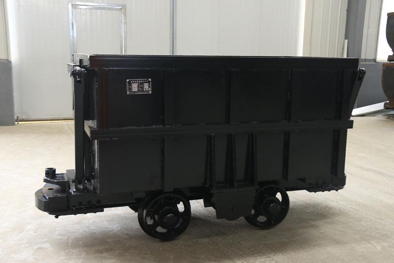 单侧曲轨侧卸式矿车