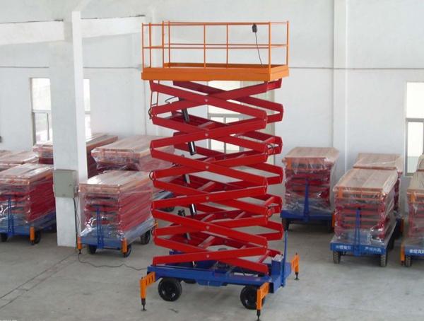 厂家定制全自行升降机 大型全自动四轮液压升降平台自行走升降机